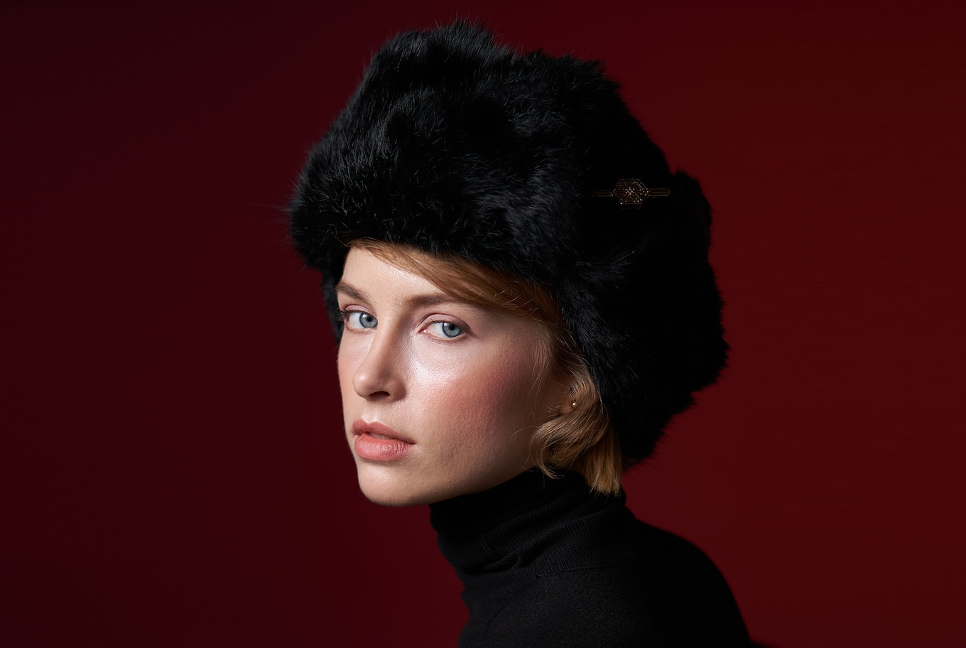 portrait-russian-girl-in-black-alpha-7RIII