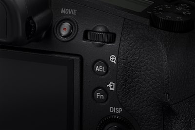 No half-press to focus with AF-ON