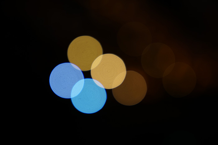 Alteration of bokeh effect depending on aperture value